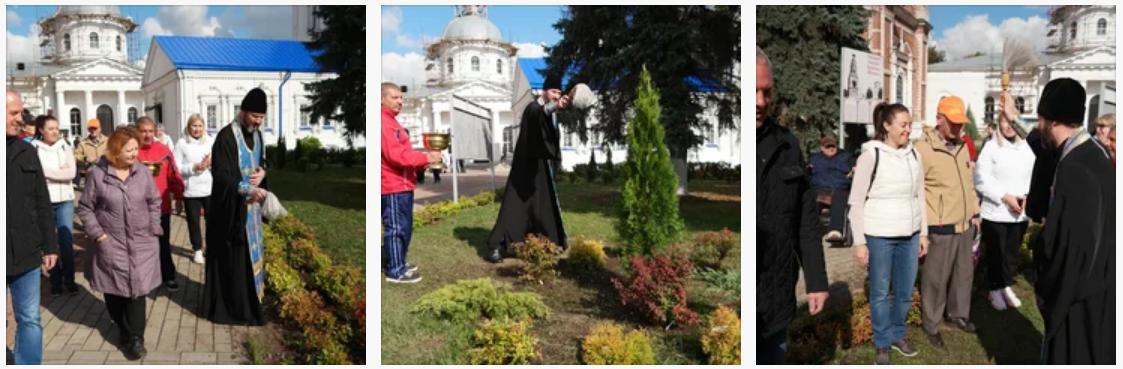21 сентября в г. Бронницы прошла традиционная акция Наш лес. Посади свое дерево, в которой приняли участие жители города, сотрудники предприятий, управляющие компании, представители органов местного самоуправления, депутаты, школьники и студенты
